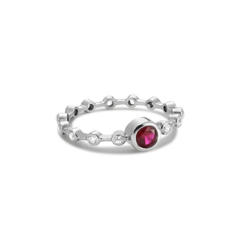 Inel din aur de 18k de logodna cu rubin natural central si diamante albe