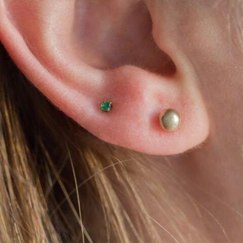 Cercei din aur Mini Emerald Duo cu smaralde